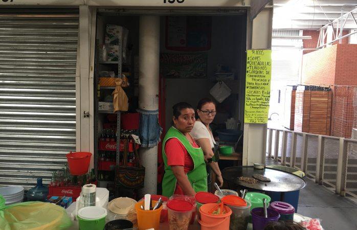 Protestan locatarios del Mercado Popular por falta de luz