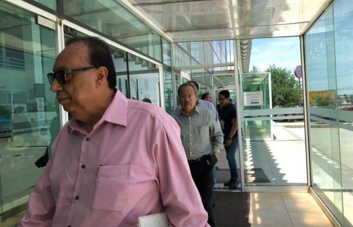 Llegan abogados de Mocken a fiscalía para presentar denuncia vs Cabada
