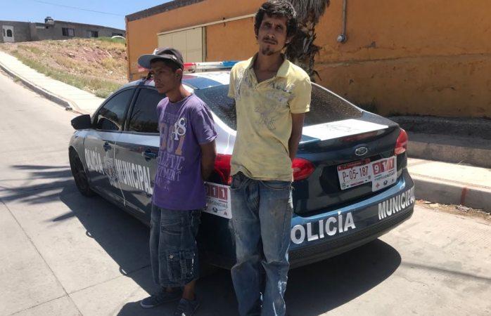 Detienen a dos por robo en la colonia San Felipe