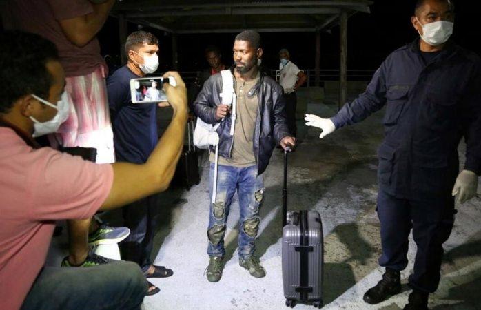 Cruzan africanos 3 mil 500 km en barca para llegar a Brasil