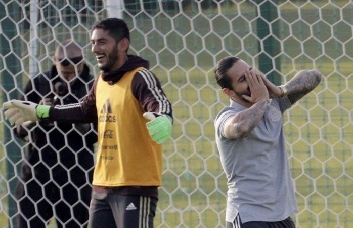 Maluma visita al Tri en campo de práctica de Moscú