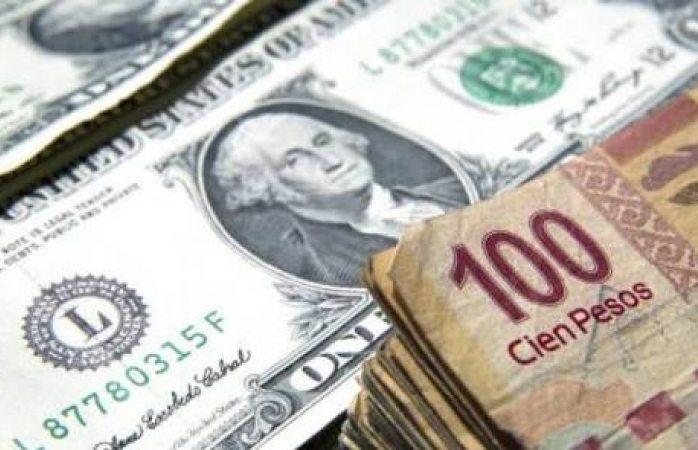 El dólar cerró a 21 pesos en ventanillas bancarias