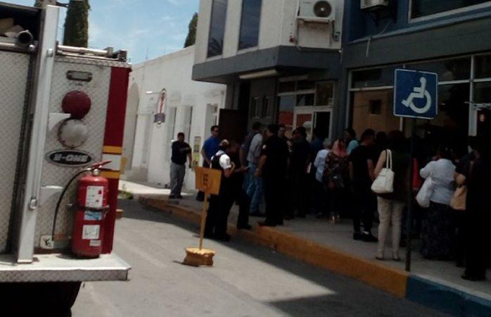 Evacuan tesorería municipal por fuga de gas