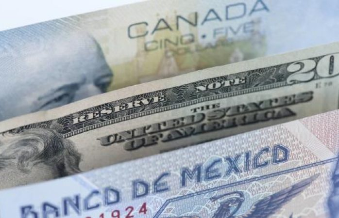 El dólar sube hasta 20.96 en bancos