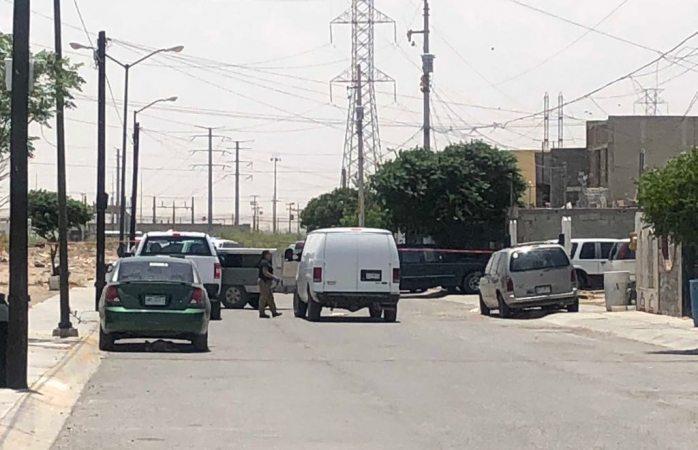 Hallan dos encajuelados en camioneta en Juárez