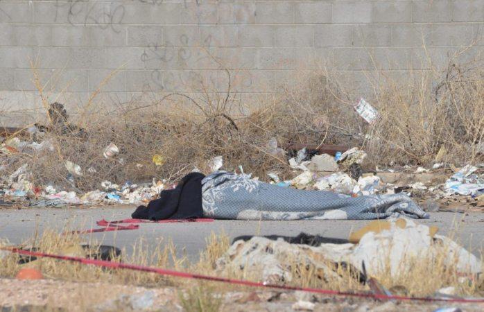 Tiran ahora un encobijado en Senderos de San Isidro en Juárez