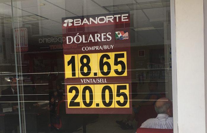 Dólar baja 90 centavos