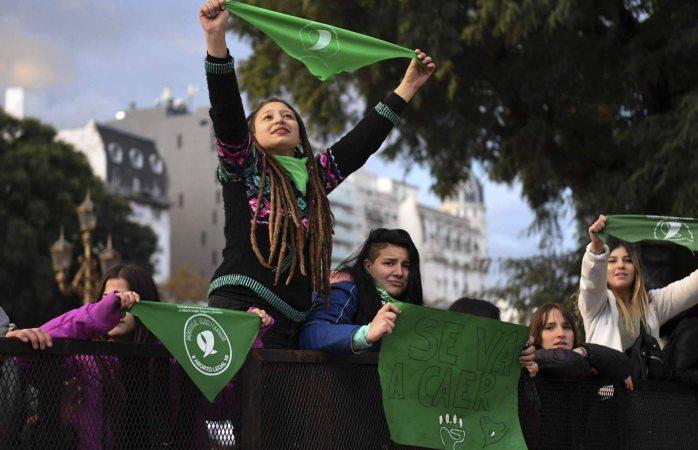 Legalizan diputados el aborto en Argentina