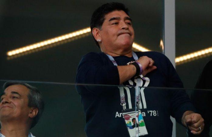 Maradona se rinde ante Memo Ochoa