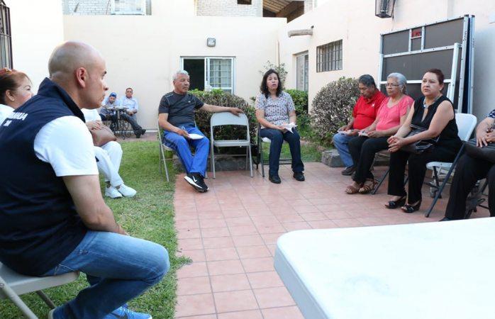 Expone Miguel La Torre sus propuestas a enfermeros jubilados