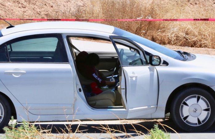 Par de sicarios lo ejecutan frente a su esposa en Juárez