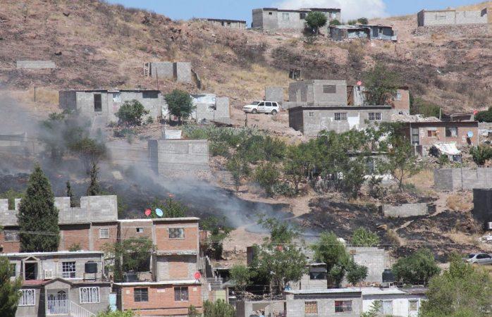 Incendio de pastizal en la colonia Valle de la Madrid