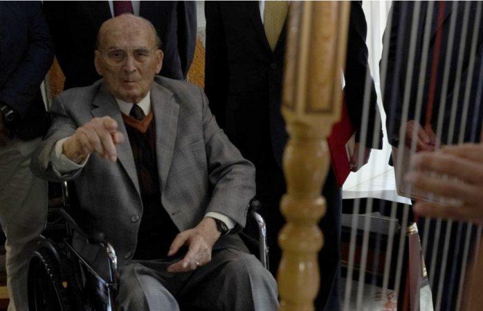 Internan en hospital al ex presidente Luis Echeverría