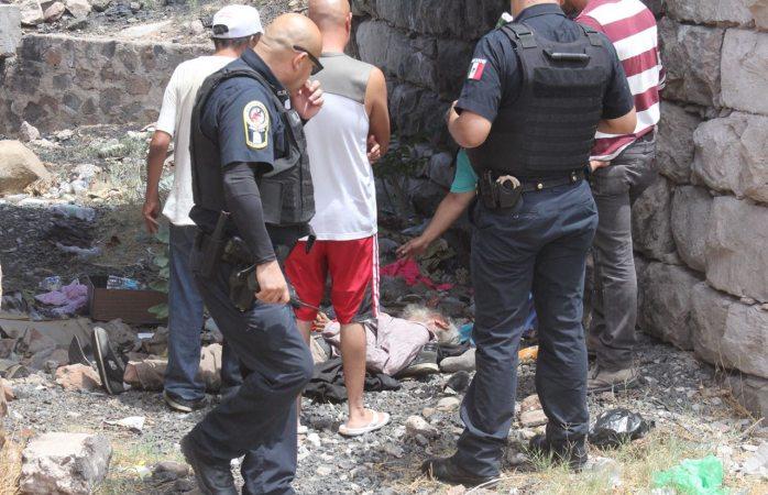 Movilización policiaca por sujeto intoxicado en vías del ferrocarril
