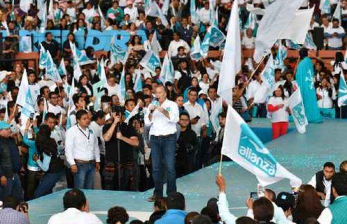 Promete Meade construir un país ganador y unido