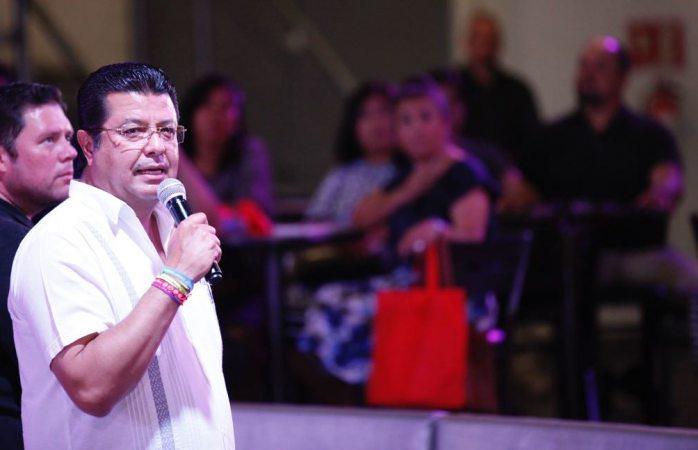 Se reúne Armando Cabada con pastores evangélicos
