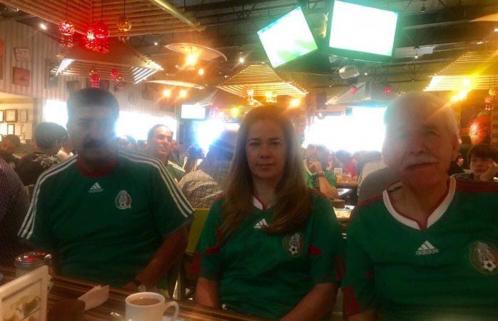 Corral festeja mientras Juárez se viste de rojo
