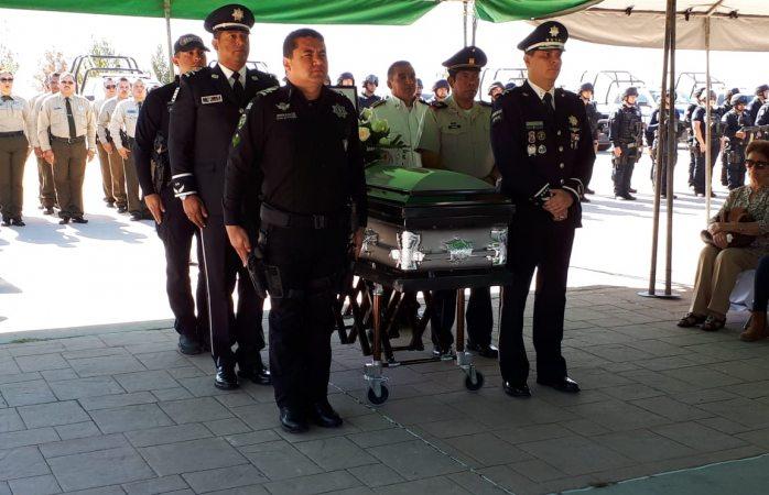 Realizan honores a policía fallecido en Madera