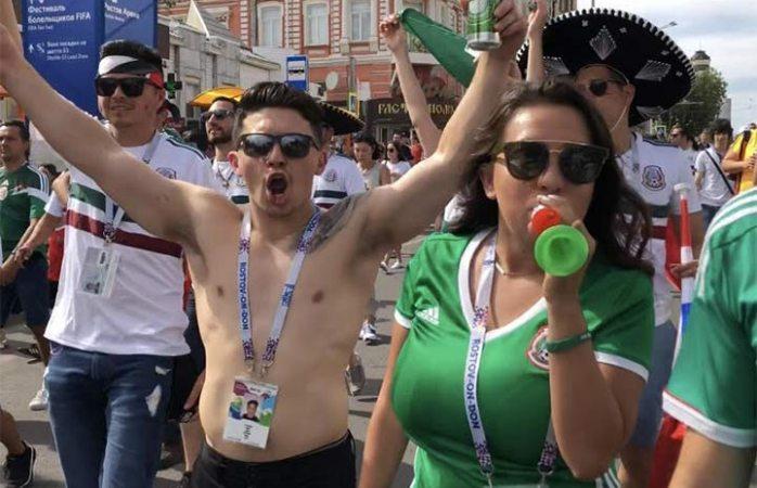 Aficionados mexicanos cierran calles  de Rusia