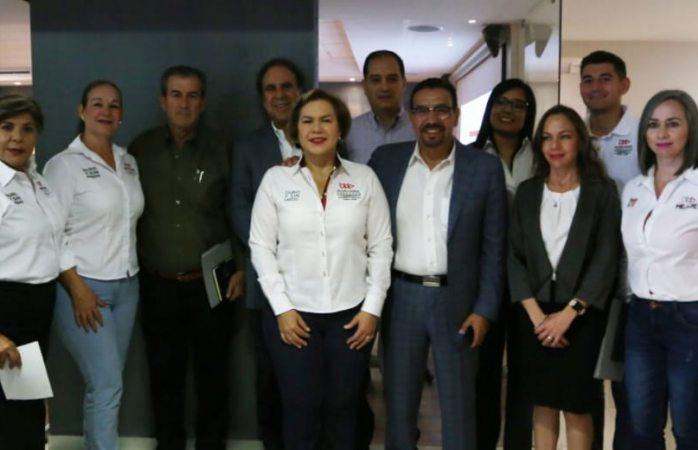 Escucha Adriana Terrazas propuestas de seguridad de Ficosec
