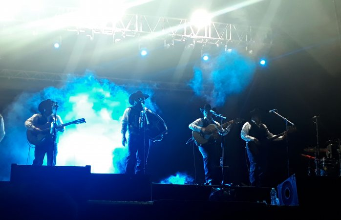 Así el concierto de Intocable en cierre de Maru Campos