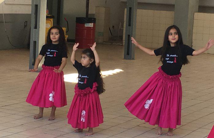 Amenizan pequeñas con bailes el Domingo feliz