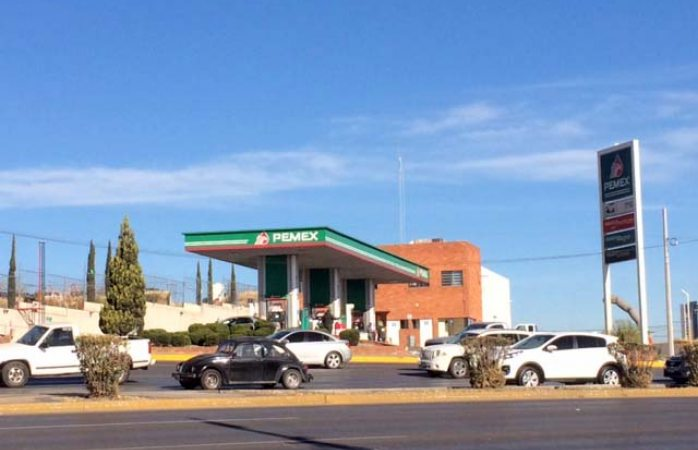 Amanece gasolina verde en $18.11 y la roja en $19.76