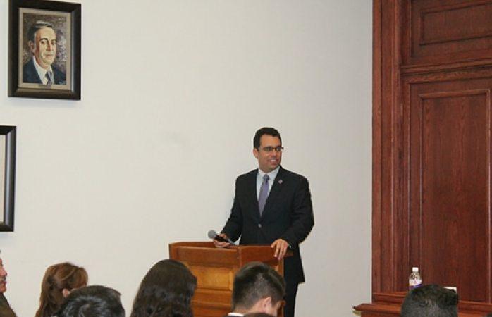 Eligen a  Roberto Díaz como nuevo director en la facultad de derecho