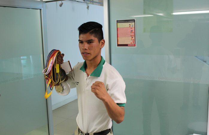 Campeón nacional de muay thai busca apoyo para defender su título