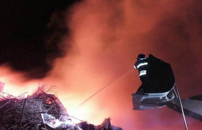 Tardaron 15 horas en apagar incendio en relleno sanitario