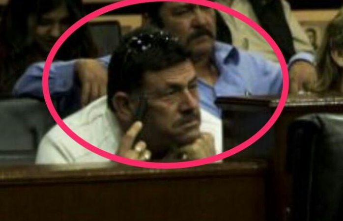 Aparece Hugo Schultz en el congreso con Cuarón