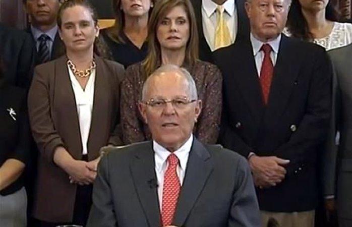 Presenta su renuncia presidente de Perú