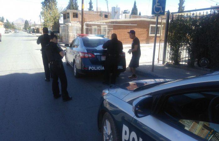 A punta de pistola le quitan su camioneta en la Rosario