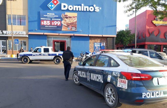 Detienen a dos tras asalto en Dominos Fuentes Mares