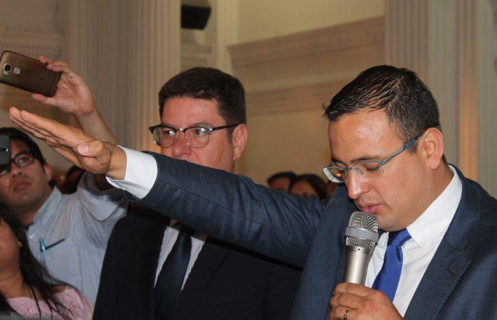 Toma protesta Marco Bonilla como alcalde interino