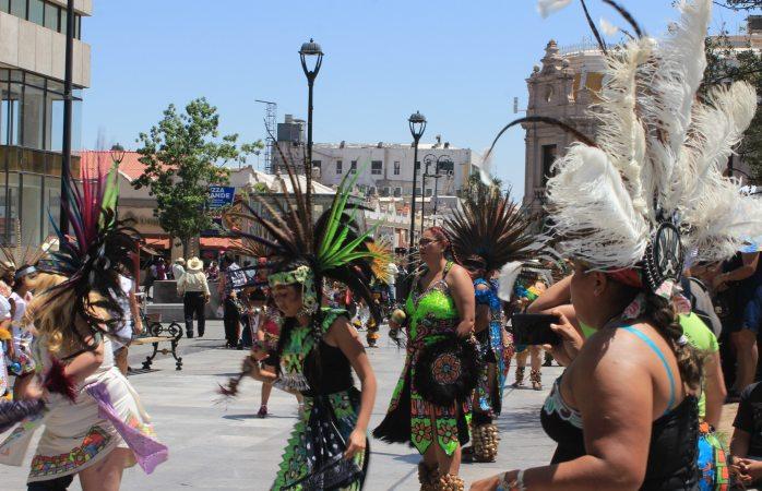 Con danzas aztecas, festejan a Santa Rita