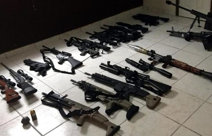 Investigan sobornos en venta ilegal de armas a México