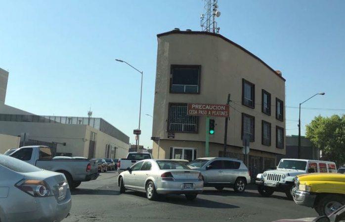 Exceso de tráfico ocasiona bloqueo en calles de la Ciudad Judicial