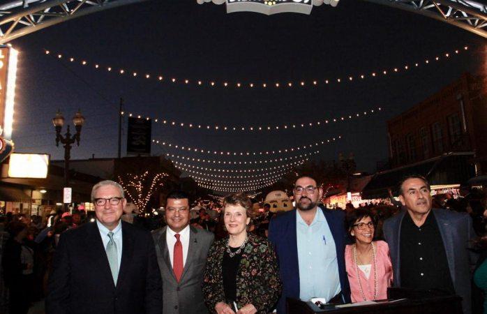Asiste alcalde a inauguración de el paseo de las luces en El Paso