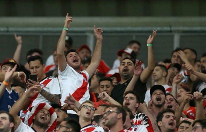 Llama a su hijo River Plate