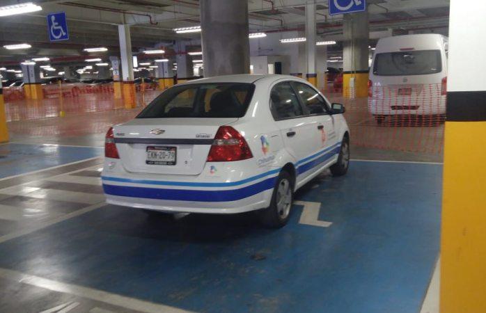 Indigna: se estaciona personal de Justicia en lugar para discapacitados