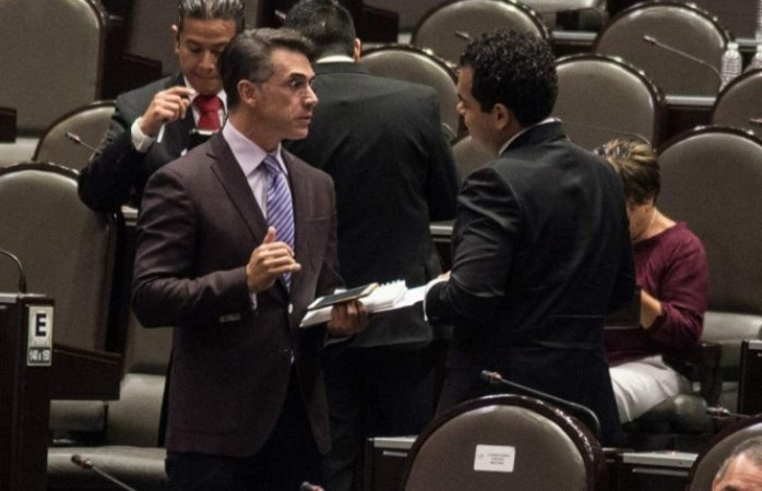 ¡Upsss! Sergio Mayer confunde a Bellas Artes con Palacio Nacional