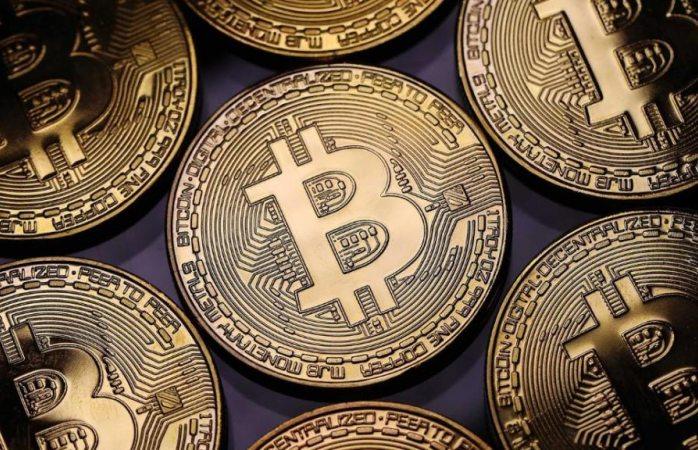 Llega bitcoin a su nivel más bajo de un año