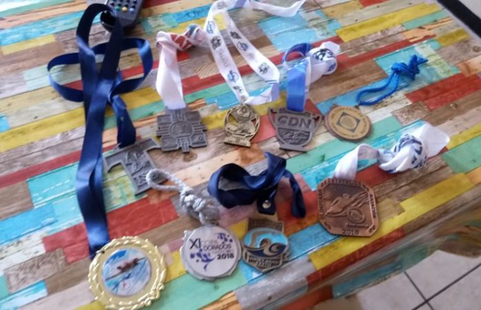 Despiden a entrenador de natación a un día de competencia