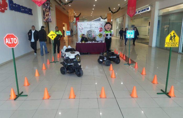 Instala tránsito módulo de información en centro comercial de Juárez