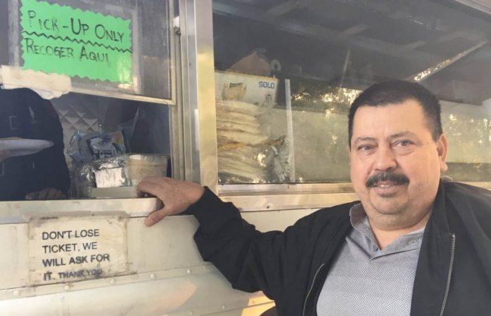 Llega mexicano con taquitos a California para ayudar a damnificados
