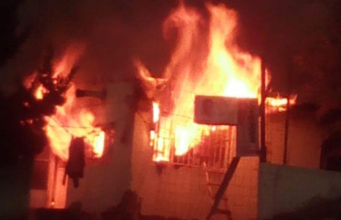 Arrestan a hombre por incendiar una casa y amenazar al dueño