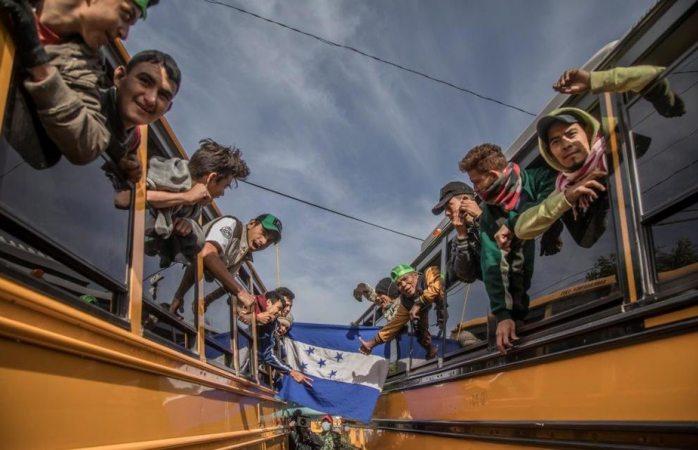 Pide 100 mdp y policías federales alcalde de Tijuana ante migrantes