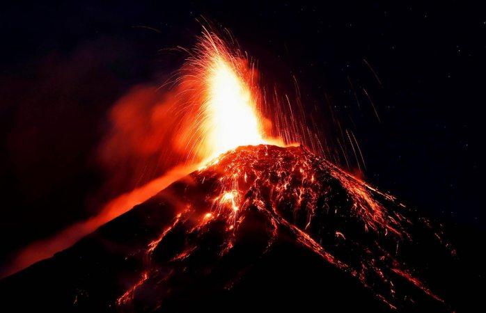 Evacuan a 3 mil personas por nueva erupción del volcán de fuego