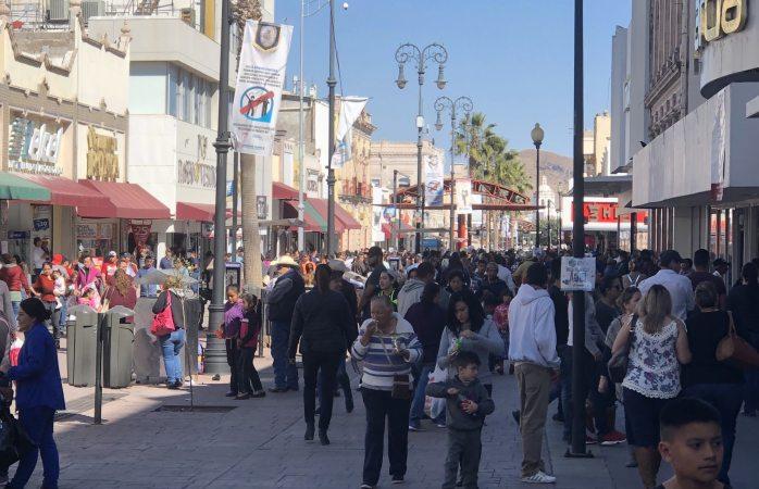 Abarrotan comercios y plazas del centro tras día inhábil